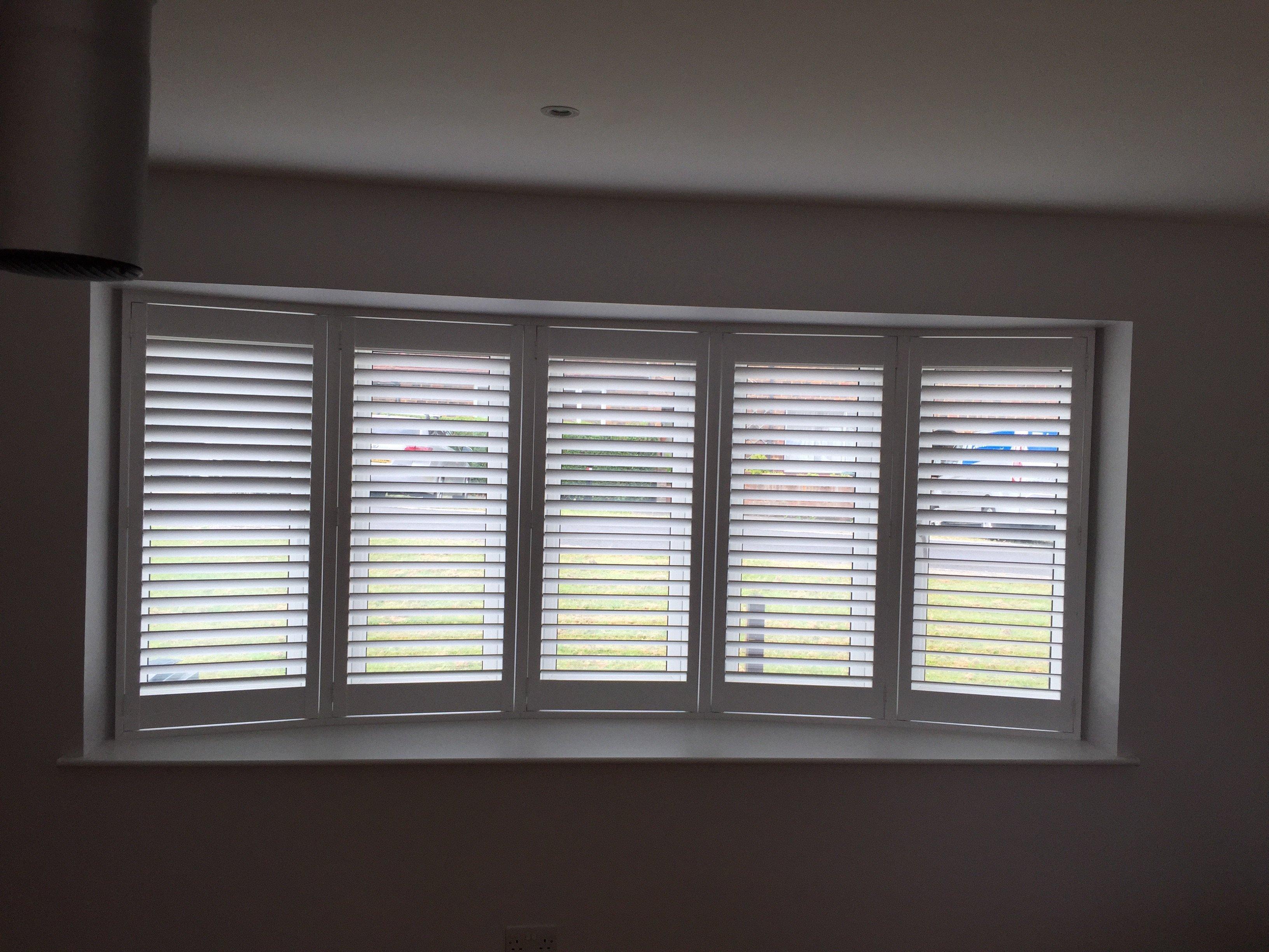 Bay window shutter gallery window shutters plantation for Bay window interior